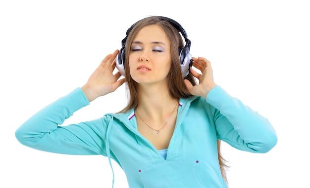 Mooie vrouwen luisteren muziek in hoofdtelefoons
