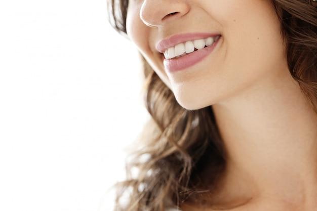 Mooie vrouwenglimlach