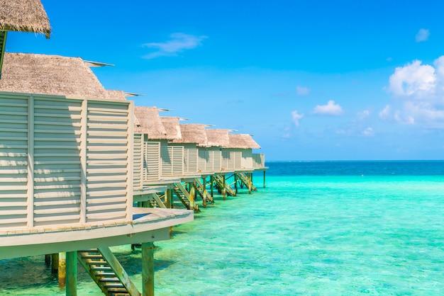 Mooie watervilla's in het tropische eiland van de maldiven.