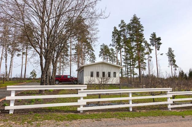 Mooie woonboerderij achter het hek