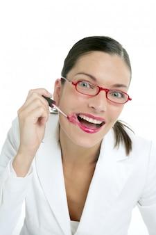 Mooie zakenvrouw make-up rode lippenstift
