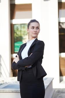 Mooie zakenvrouw op straat