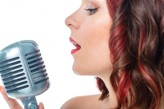 Mooie zanger op wit