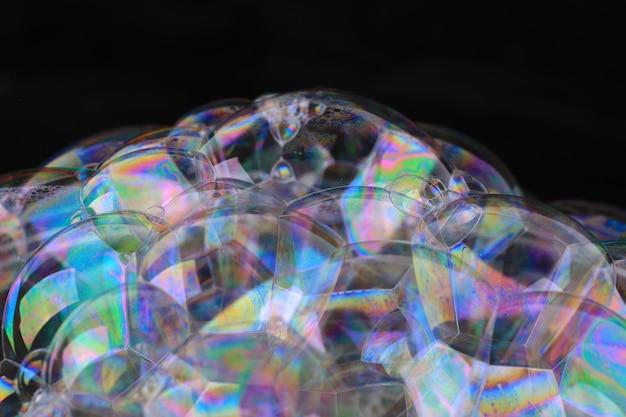 Mooie zeepbel op zwarte achtergrond