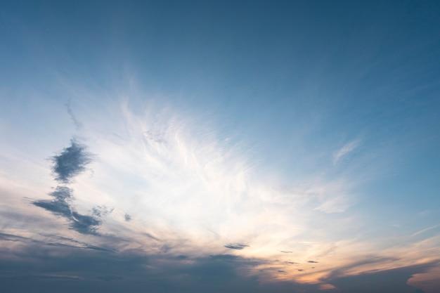 Mooie zonnestralen en wolken