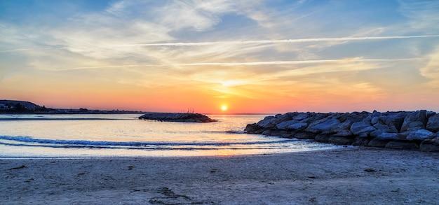 Mooie zonsopgang op larnaca, cyprus
