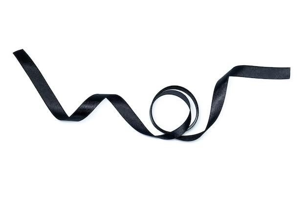 Mooie zwarte lint twist spiraal geïsoleerd op een witte achtergrond.