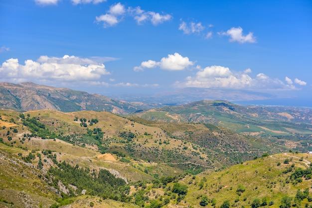 Mooiste uitzicht op de middenzee vanaf de hoogste berg, kreta, griekenland