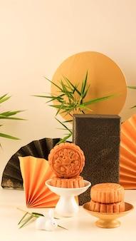 Mooncake chinese dessert snack tijdens het nieuwe maanjaar mid autumn festival. grootte instagramverhalen