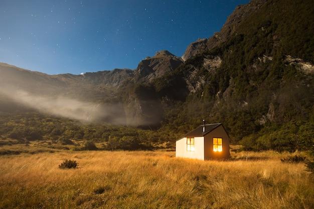 Moonlight, christmas flat hut, karangarua valley, westland, nieuw-zeeland