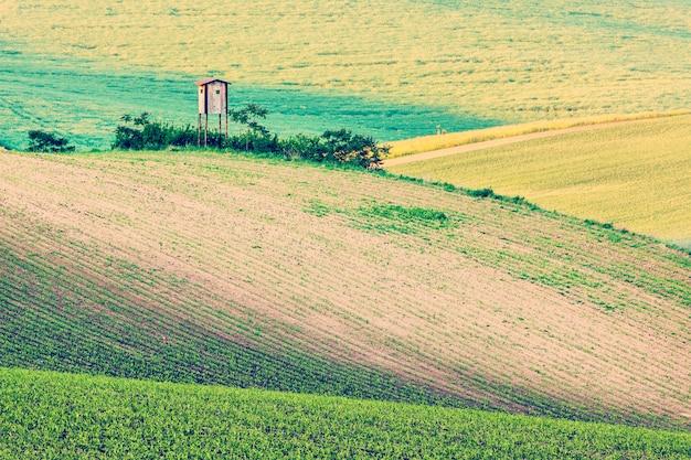 Moravisch glooiend landschap met keet