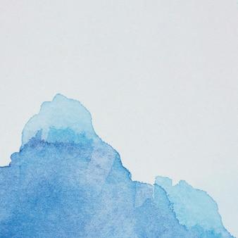 Morsen van blauwe doorschijnende kleurstof