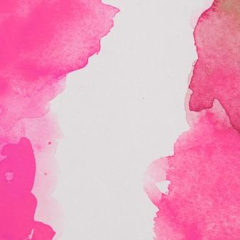Morsen van roze waterverf