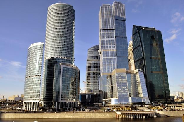 Moscow international business center overdag bij zonnig weer
