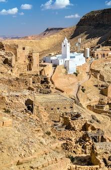 Moskee in chenini, een versterkt berberdorp in het gouvernement van tataouine, zuid-tunesië