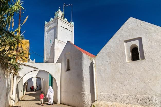 Moskee in de stad azemmour - marokko, noord-afrika