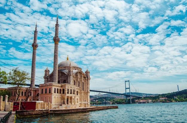 Moskee in istanbul turkije architectonisch monument centrum van de islam cami mescit