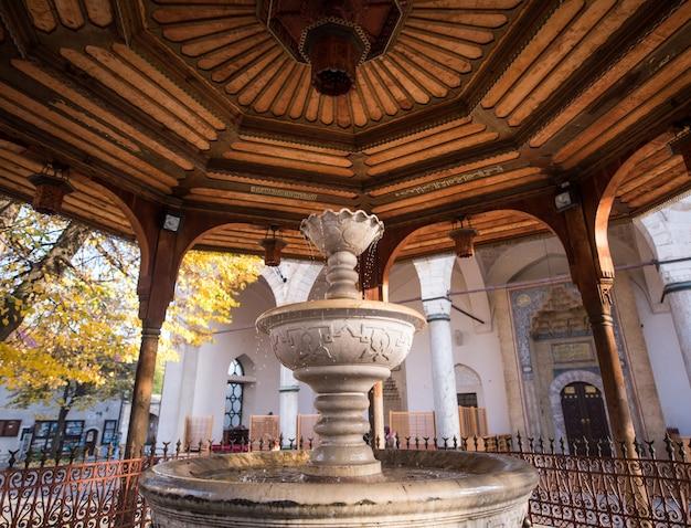 Moskee met fontein vooraan