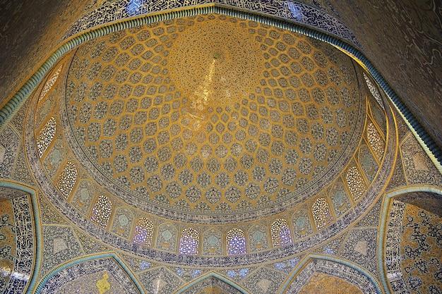 Moskee op het naqsh-e jahan-plein in isfahan, iran