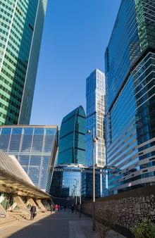 Moskou, rusland - 17 oktober 2018: voetgangersstraat moskou-stad (moskou international business center).