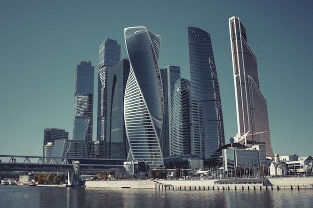 Moskou, rusland - 29 augustus 2016: close-uppanorama van internationaal zakelijk russisch centrum in de stad moskou