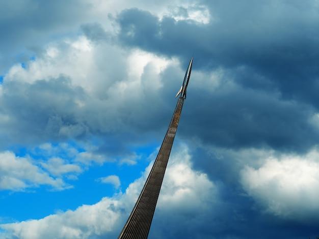 Moskou, rusland, 8 juni 2019: monument voor de veroveraars van de ruimte