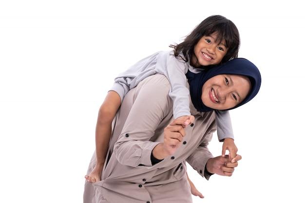 Moslim geïsoleerde moeder en haar dochter
