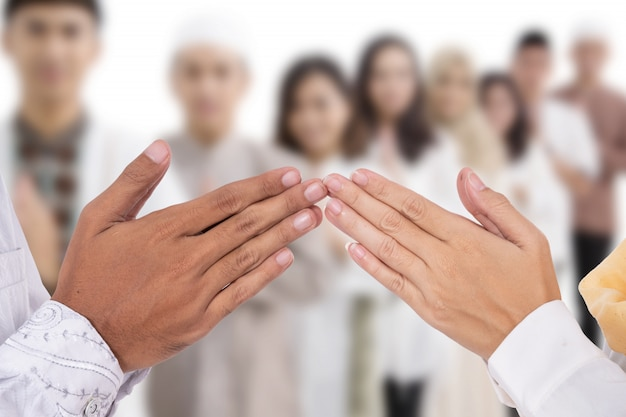 Moslim handvingerpunt wat betreft groet aan