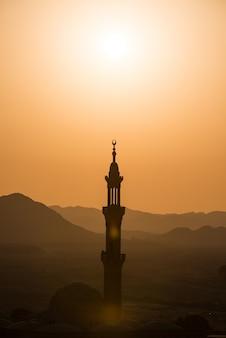 Moslim moskee in woestijn