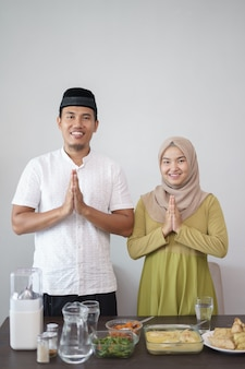 Moslim paar groet op hari raya