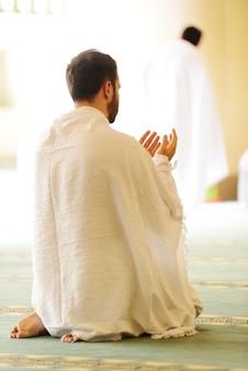 Moslim pelgrims op miqat
