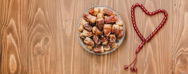Moslim rozenkrans op hout