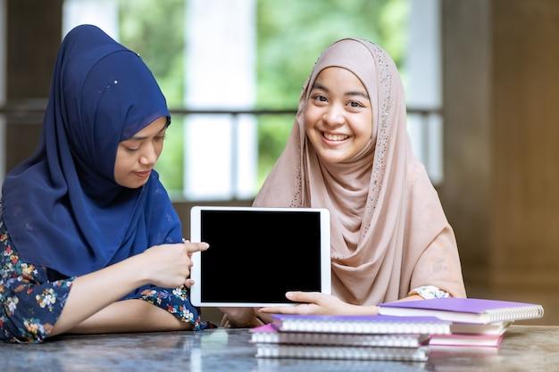Moslim student leesboek