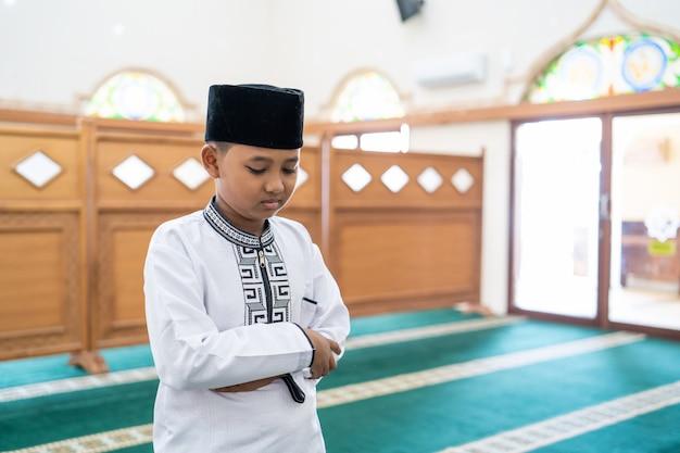 Moslimgebed in de moskee