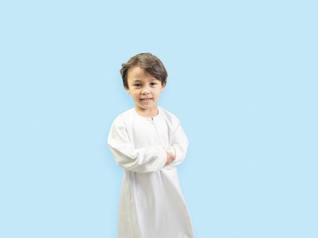 Moslimjongen in een jurk
