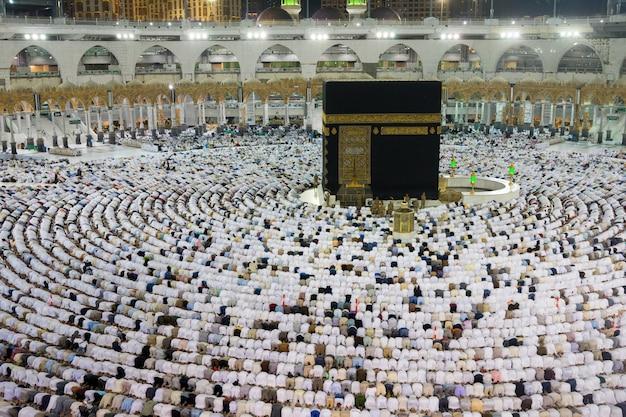 Moslims verzamelden zich in mekka van de verschillende landen van de wereld