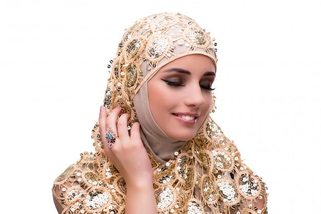 Moslimvrouw in geïsoleerd manierconcept
