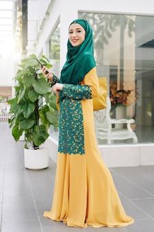 Moslimvrouw in traditionele kleding