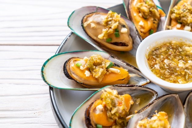 Mosselen met pikante zeevruchtensaus