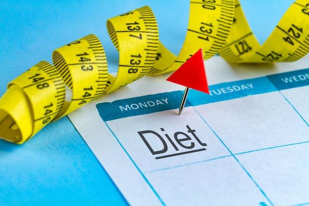 Motivatie concept. een dieet plannen, sporten, werken aan jezelf voor je ontwikkeling, gezondheid en succes vanaf morgen.