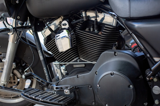 Motor close-up shot van mooie en op maat gemaakte motorfiets