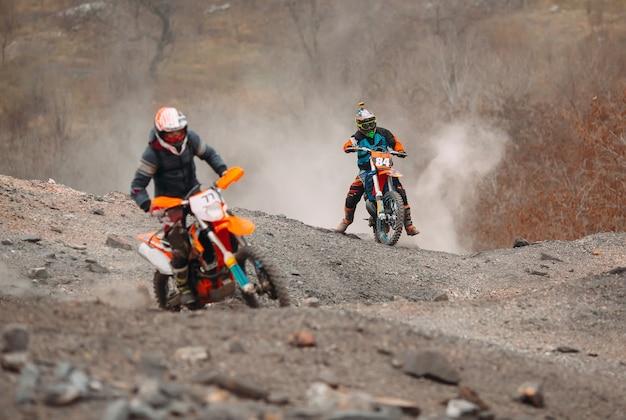 Motor race snelheid en kracht in extreme man sport, sport actie concept