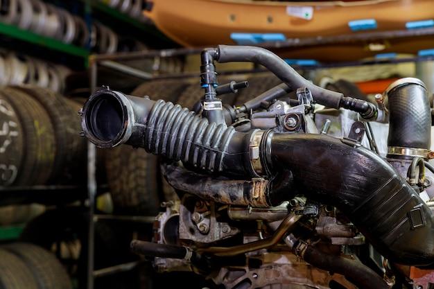 Motor van een auto, concept moderne voertuigmotor met metaal