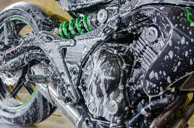 Motorfiets wassen
