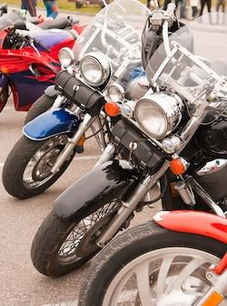 Motorfietsen op straat