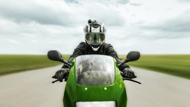 Motorrijder rijdt met hoge snelheid op een sportmotor