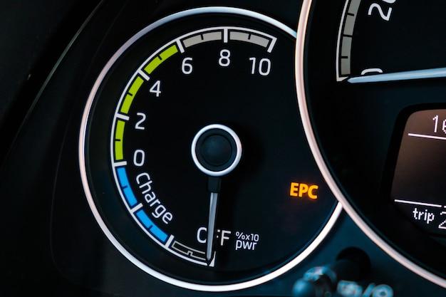 Motorstop van elektrische auto op het dashboard