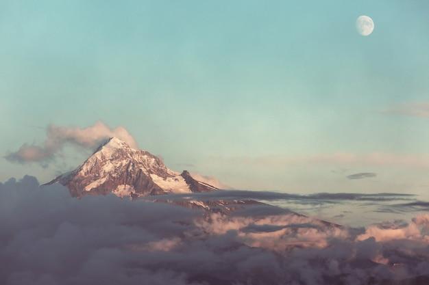 Mount. hood in oregon, vs.