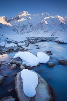 Mount sefton the footstool en mueller glacier lake outlet aoraki mount cook national park