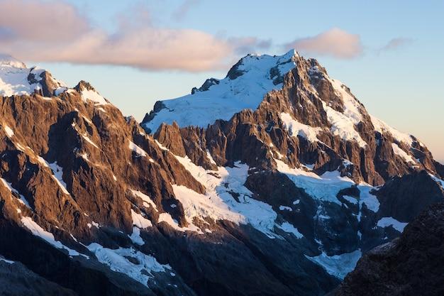 Mount syme en mount madeline, darran mountains, fiordland national park